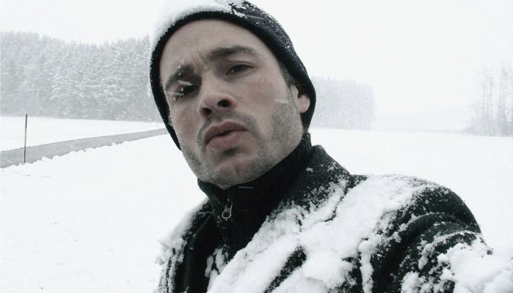 Philou im bayerischen Schnee WEB
